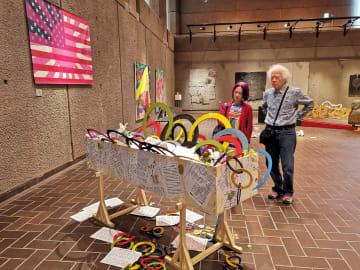 9条改憲後の国旗を表現した作品(左)やオリンピック批判の作品を出展した中垣さん(右)=東京都台東区