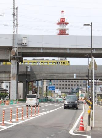 開通した「新潟鳥屋野線」。鉄道を挟んだ南北市街地の一体化などが期待されている=9日、新潟市中央区