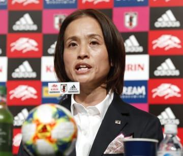 サッカー女子W杯フランス大会の日本代表を発表する高倉監督=10日、東京都文京区