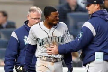 ヤンキース戦で手首に死球を受けたマリナーズのディー・ゴードン【写真:Getty Images】