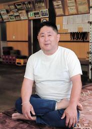 貴景勝との思い出を語る埼玉栄高相撲部の山田道紀監督=さいたま市の同校