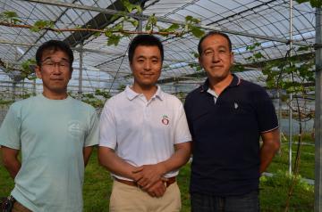 「HAHASuプロジェクト」を立ち上げた(右から)萩谷英之さん、須崎拓志さん、萩谷敏さん=東海村内