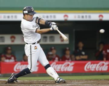 8回オリックス1死一、二塁、山足が左中間に勝ち越しの2点三塁打を放つ=ほっともっと神戸