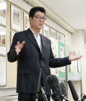「大阪都構想」の住民投票について記者団に語る大阪維新の会代表の松井一郎大阪市長=11日午後、大阪市
