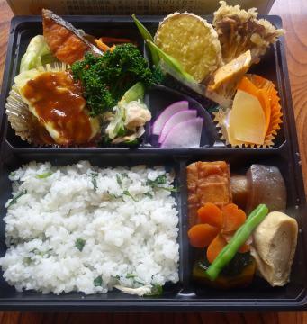 大子だけでなく茨城の食材もふんだんに使った「七曲り」のお弁当(上谷泰久さん提供)