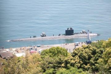 入港した米原潜ツーソン=佐世保港