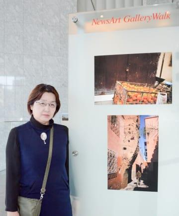 笹子トンネルの事故で亡くなった上田達さんが残した作品を紹介する母の敦子さん =東京都港区