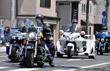 交通安全を呼び掛けるハーレーダビッドソンの愛好家グループ