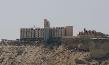 襲撃された高級ホテル「パールコンチネンタルホテル」=2017年4月、パキスタン・グワダル(ロイター=共同)