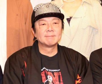 会見に登場した古田新太さん