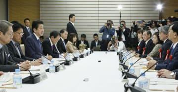首相官邸で開かれた総合科学技術・イノベーション会議=13日午後