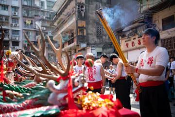 マカオで伝統行事「酔竜舞」開催