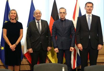 左からEUのモゲリーニ外交安全保障上級代表、フランスのルドリアン外相、ドイツのマース外相、ハント英外相=13日、ブリュッセル(ゲッティ=共同)
