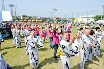 祭り最後の締めに18町会が参加した芝音頭などの流し踊り