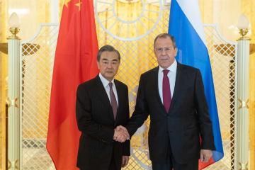 王毅氏、ソチでロシア外相と会談 一国主義が横行すると指摘