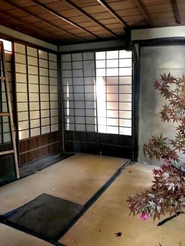 大久保利通旧邸の敷地内に残る茶室の内部(5月9日、原田良子さん撮影)