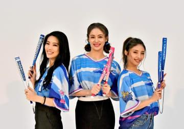 アンバサダーに就任した(左から)川本璃さん、楓さん、SAYAKAさん