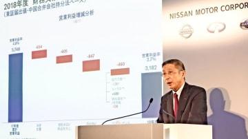 大幅な減益要因を説明する日産自動車の西川広人社長=14日午後、横浜市西区の同社本社