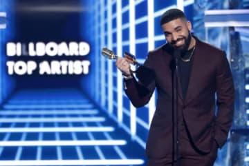 米国の3大音楽賞の1つ、ビルボード・ミュージック・アワードの授賞式が1日にラスベガスで開催され、カナダ出身のラッパー、ドレイクが最高賞のトップ・アーティスト賞など過去最高の12部門で栄誉に輝いた - (2019年 ロイター/Mario Anzuoni)