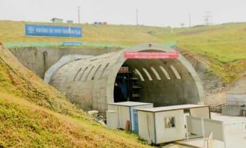 リドワン州知事が14日に貫通を宣言したバンドン高速鉄道のワリニトンネル(アンタラ通信)