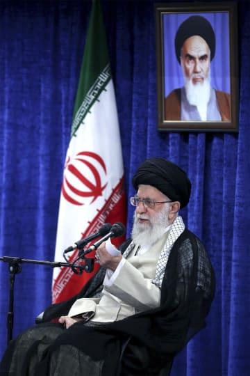 14日、イランの首都テヘランで発言する最高指導者ハメネイ師(ハメネイ師事務所提供・AP=共同)