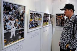 イチロー選手の野球人生を54枚のパネルで振り返る写真展=そごう西神店