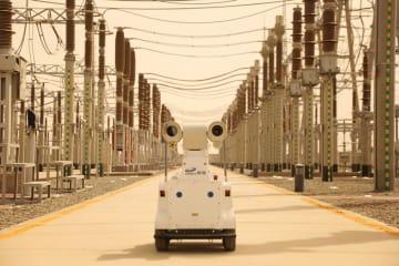 砂嵐発生時の電力網保全現場にロボット投入 新疆クムル