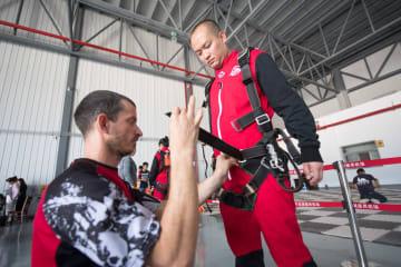 航空の町でスカイダイビングが人気集める 浙江省建徳市