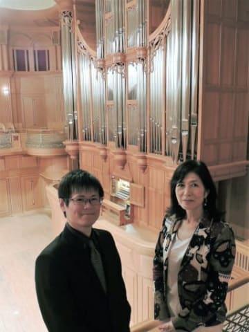 ガラ・コンサートなどに出演する冨田一樹(左)と松居直美会長=大阪市中央区のいずみホール