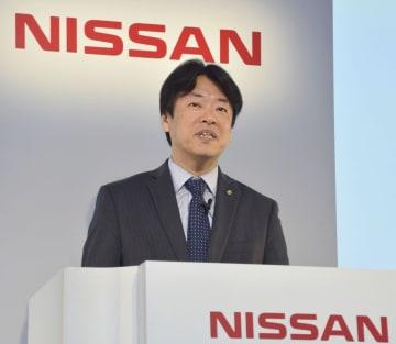 運転支援システムについて発表する日産自動車の中畔邦雄副社長=16日、横浜市