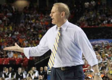 Description: English: w:John Beilein at the 2013 final four Date: 21 May 2013, 16:16:56 Source: https://www.flickr.com/photos/adamglanzman/8629232780/in/photostream/ Author: Adam Glanzman (flickr userAdam Glanzman) (Wikipedia)