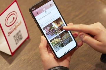 店ごとのこだわりのメニューや料理に合う酒の提案などを多言語で受けることができる「Satisfood」