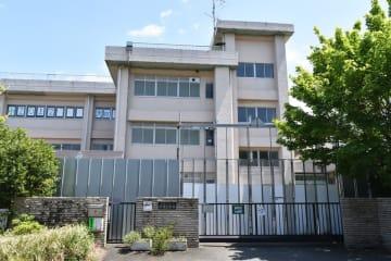 給食センターの建設が予定されている、旧横須賀市立平作小学校の跡地=同市平作5丁目