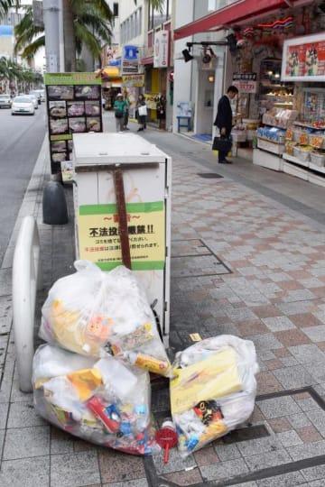 2e49496ddf3b1 沖縄の国際通り悩ますごみ投棄 空き缶・瓶・消火器・掃除機・廃タイヤ… 商店街組合が対策訴える