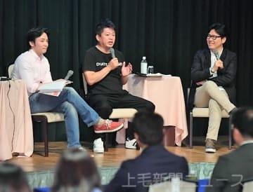 行動することの大切さを強調する堀江さん(中央)と田中さん(右)