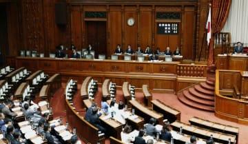 改正ドローン規制法を賛成多数で可決、成立した参院本会議=17日午前