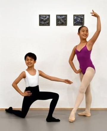 ドイツと米国にバレエ短期留学する新沼紗夏さん(右)と沢口暖和君