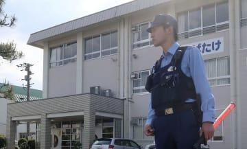 熱中症の症状を訴えた児童が病院に搬送された福井県鯖江市の市立鯖江市鳥羽小学校=17日午後