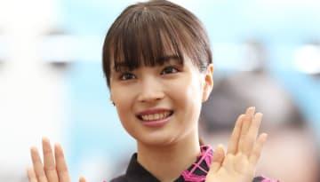 2019年4月19日、都内で会見に出演する広瀬すず(写真:つのだよしお/アフロ)