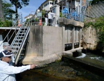 川内川からの農業用取水が再開された取水門の一つ=伊佐市菱刈川北