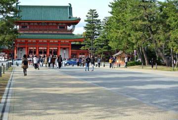 3人制バスケットボールのトップリーグが開かれる平安神宮前(京都市左京区)