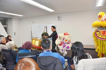 今年の春節シーズンのコンシェルジュツアーでは獅子舞を学んだ=2月8日、横浜中華街