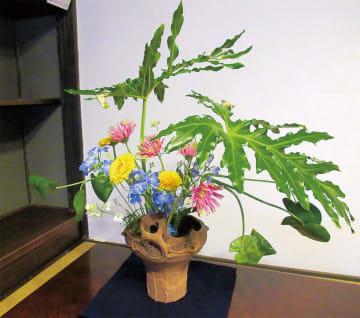 いけ花と土器がコラボ「第5回古代の器といけ花」旧富澤家特別展【多摩中央公園】