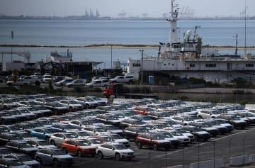 港の近くに置かれたSUBARU(スバル)の車=17日、米カリフォルニア州リッチモンド(ゲッティ=共同)