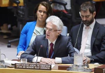 国連安全保障理事会の公開会合で、シリアの人道状況について報告する国連人道問題調整室のローコック室長=17日、米ニューヨークの国連本部(国連提供・共同)