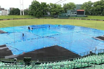 朝から雨が降り続くリブワーク藤崎台球場【写真:藤浦一都】