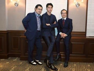 映画「コンフィデンスマンJP」について語った(左から)小手伸也さん、東出昌大さん、小日向文世さん