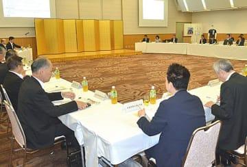防犯について意見交換する出席者ら=17日、大阪市中央区