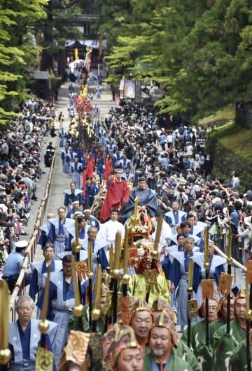 日光東照宮で行われた「百物揃千人武者行列」=18日午前、栃木県日光市