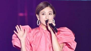 ファッション&音楽イベント「Rakuten GirlsAward 2019 SPRING/SUMMER」でライブパフォーマンスを行った伊藤千晃さん